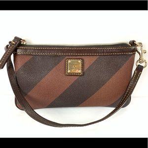 ☮️ Dooney & Bourke wristlet black brown wallet